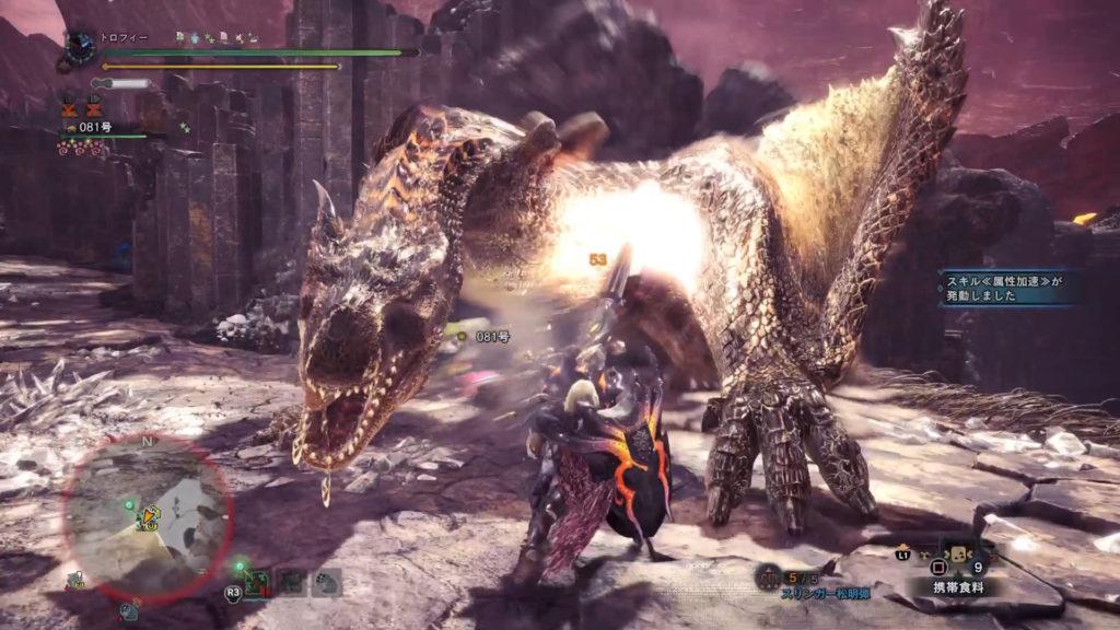 ティガレックス亜種の頭を攻撃