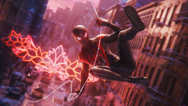 糸で移動するスパイダーマン